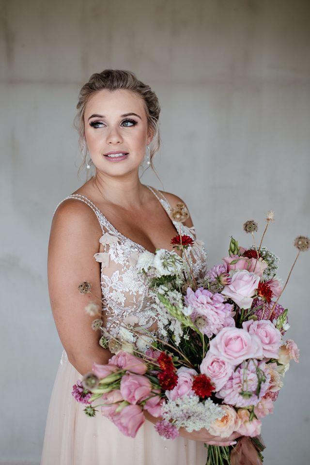 bride, bouquet, ladybloom bouquet, bridal bouquet